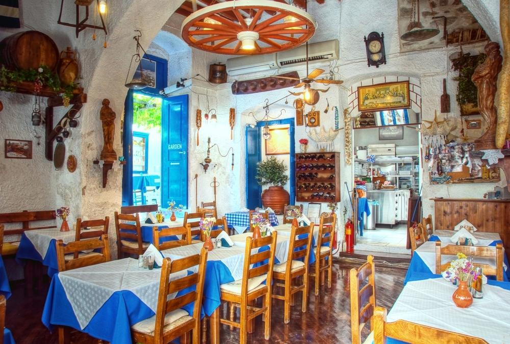 Interiorul unei taverne grecesti